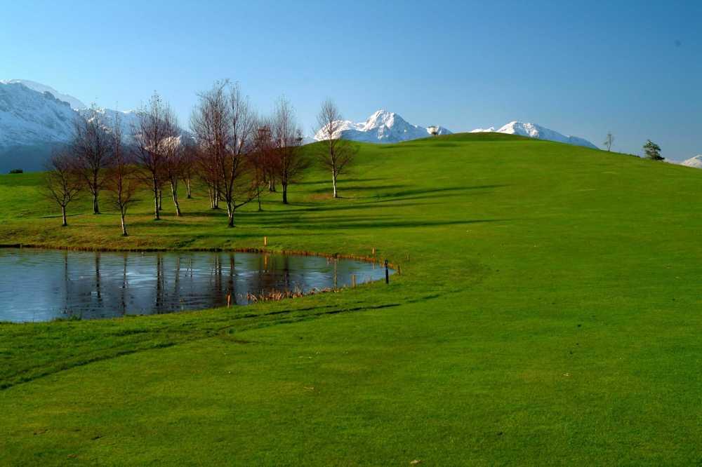 Campo municipal golf de Llanes con nieve 1