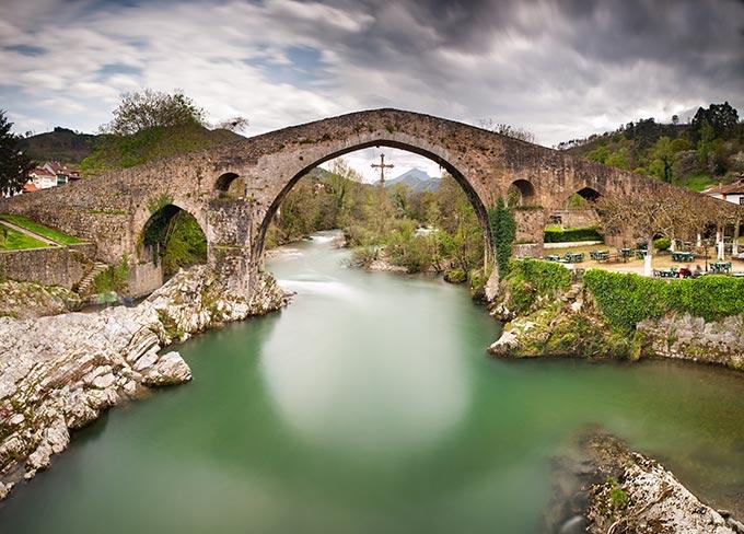 asturias-old-roman-stone-bridge-in-cangas-de-onis-spain