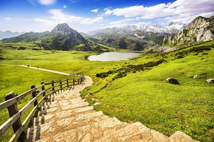 covadonga-lakes-lake-ercina-asturias-spain-mountains