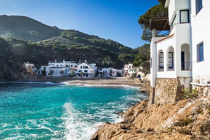spain_catalonia_sa_tuna_beach_in_the_village_of_begur_costa_brava_680