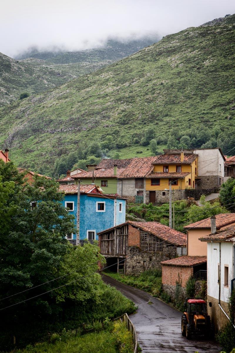 pueblo_de_el_mazuco_en_la_sierra_de_cuera_1069_800x1200